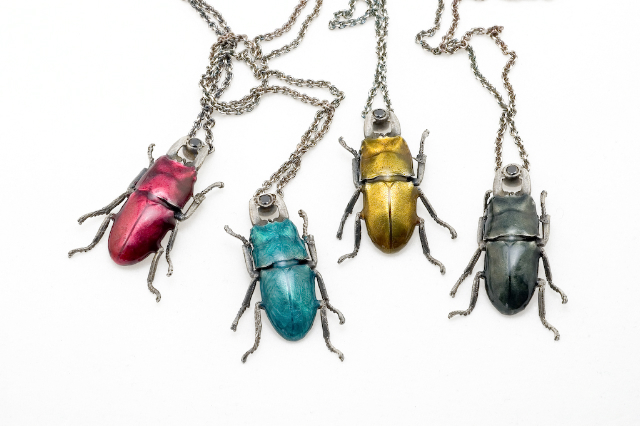 PHSS0903 SMALL BEETLE NECKLACES MED. RES.
