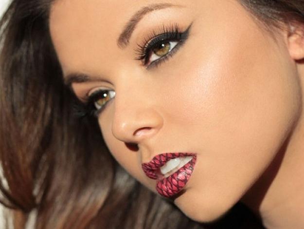 Temporary-Tattoo-Lips-Gaga-1