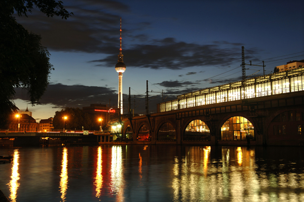 Berlin-by-night,property=BigImage,slc=dachportal_2Fen