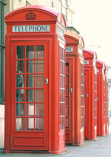 426px-Red_Public_Phone_Boxes_-_Covent_Garden,_London,_England_-_Thursday_September_Thirteenth_2007