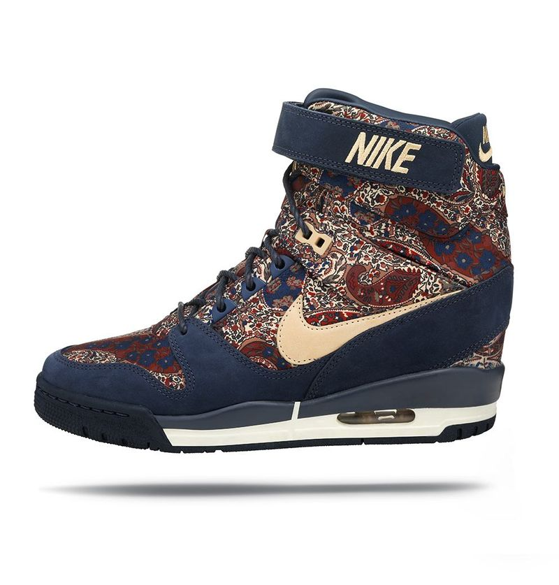 NIKE_AIR_REVOLUTION_SKY_HI_SNEAKERBOOT_04