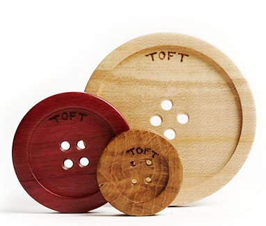Big_wooden_buttons_UK