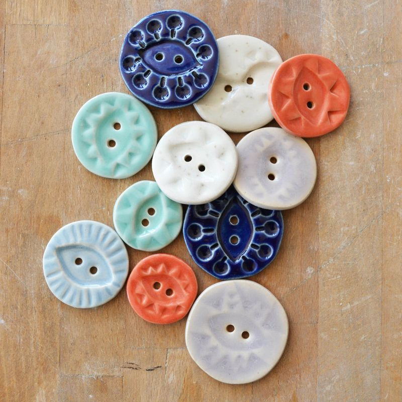 A_Alicia_buttons_small