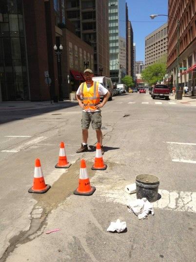 Potholes-guy_2946273k