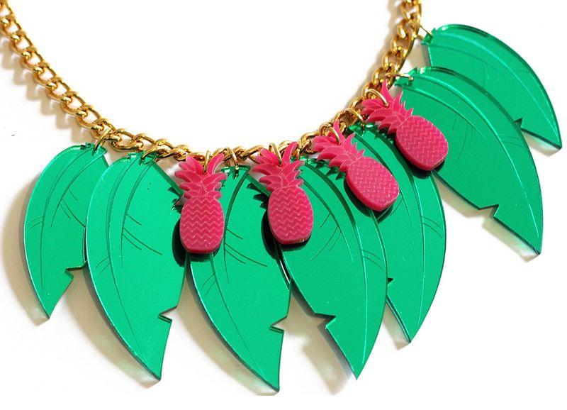 Tropical_Leaf_Necklace_Pink_Close_BC